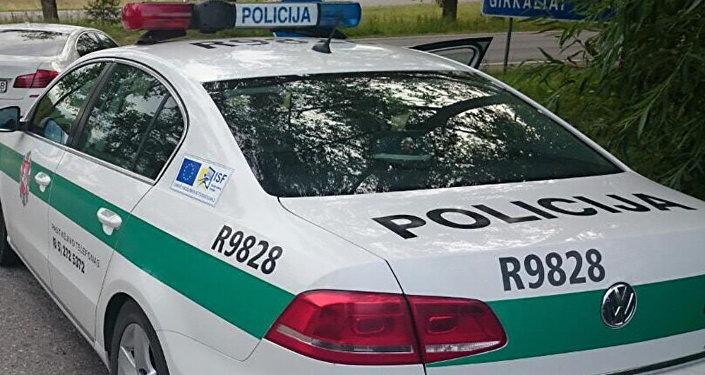 Полицейский автомобиль в Литве, архивное фото