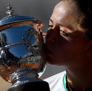 Победительница Открытого Чемпионата Франции по теннису в женском одиночном разряде Елена Остапенко