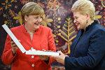 Президент Литвы Даля Грибаускайте наградила Большим крестом ордена Витаутаса канцлера Германии Ангелу Меркель
