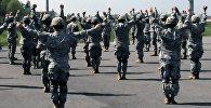 Военные на авиабазе в Эмари