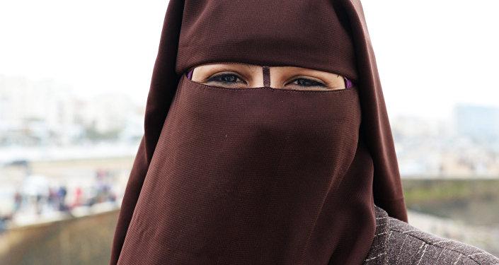 ВЛатвии законодательно закрепят вето наодежду, закрывающую лицо— Паранджа под запретом