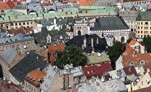 Крыши старого города в Риге в Латвии