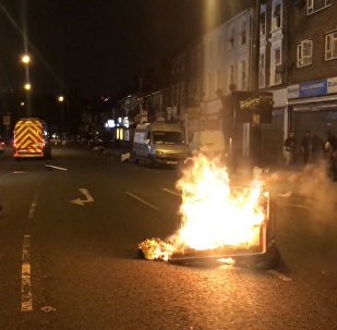 Londonā mierīgs protests pārauga masu nekārtībās