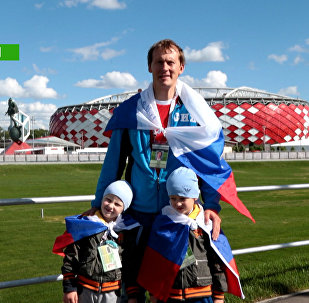 Futbola fani no visas pasaules stāsta par Krieviju
