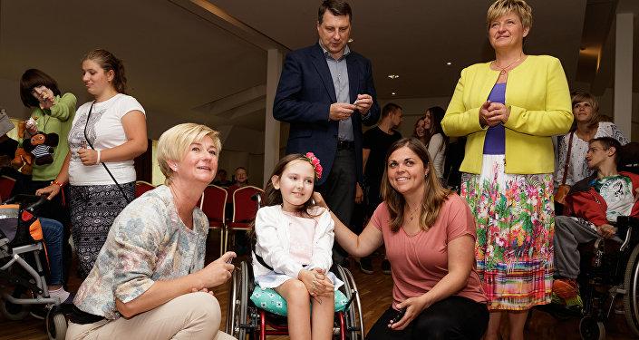 Президент Раймондс Веонис и Первая леди Ивета Вейоне в лагере Планета надежды