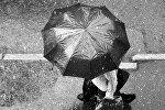 Cilvēks ar lietussargu. Foto no arhīva