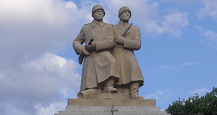 Памятник воинам Советской Армии и Войска Польского, Польша
