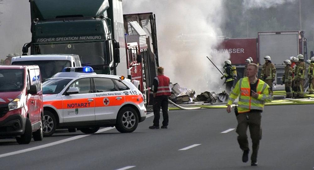 Останки 11 человек идентифицированы всгоревшем вБаварии автобусе
