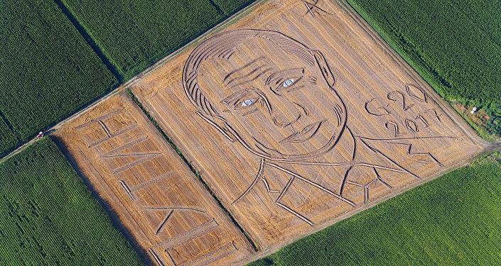 Itālijā kukurūzas laukā parādījies milzīgs Putina portrets