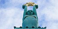 Скульптура Милды с тремя звездами на Памятнике Свободы