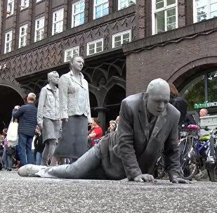 Māla zombiji protesta akcijā G20 priekšvakarā Hamburgā