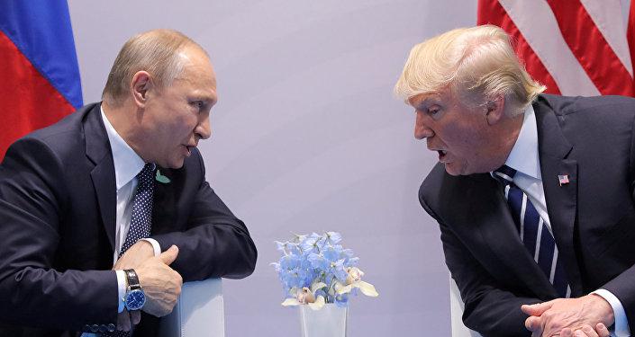 Президент РФ Владимир Путин и президент США Дональд Трамп на саммите G20 в Гамбурге