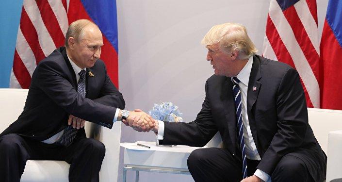 ASV prezidents Donalds Tramps un Krievijas prezidents Vladimirs Putins tikšanās laikā Hamburgā