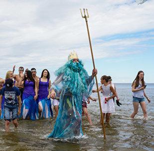 Zvejnieksvētkos Rojā ieradās pats Neptūns ar savu svītu