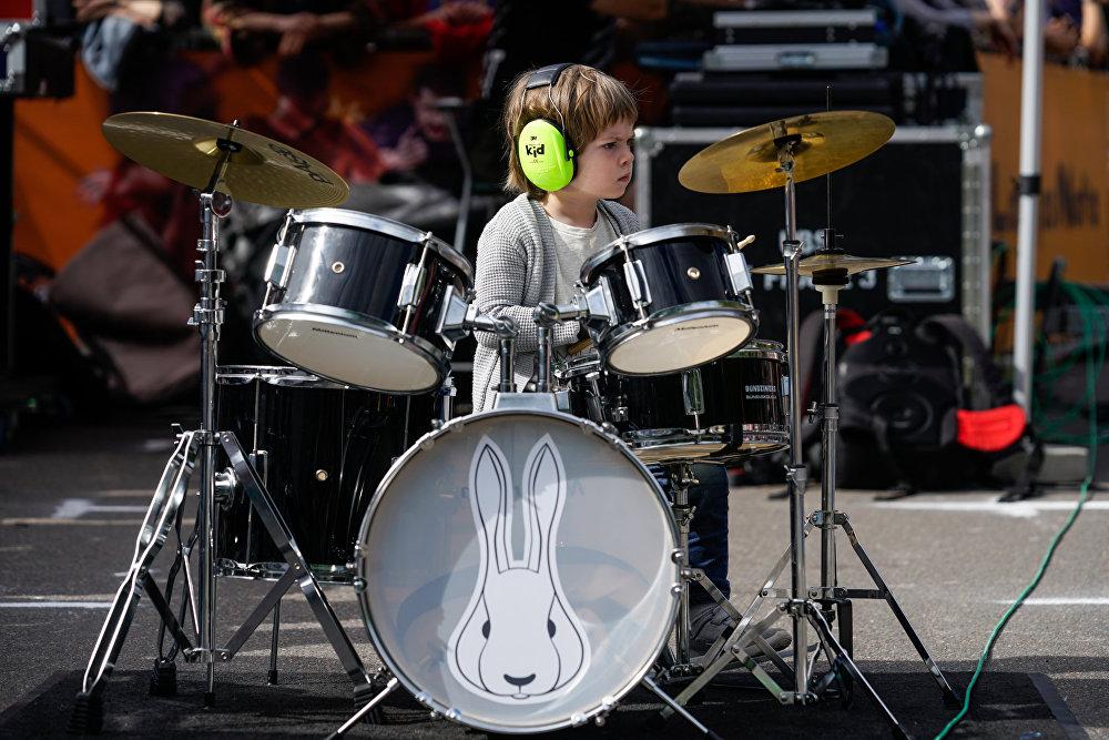 Балтийский саммит барабанщиков, юный участник