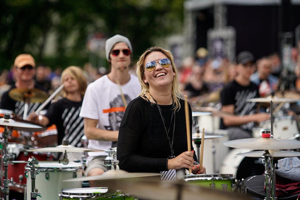 Балтийский саммит барабанщиков, мажорное настроение