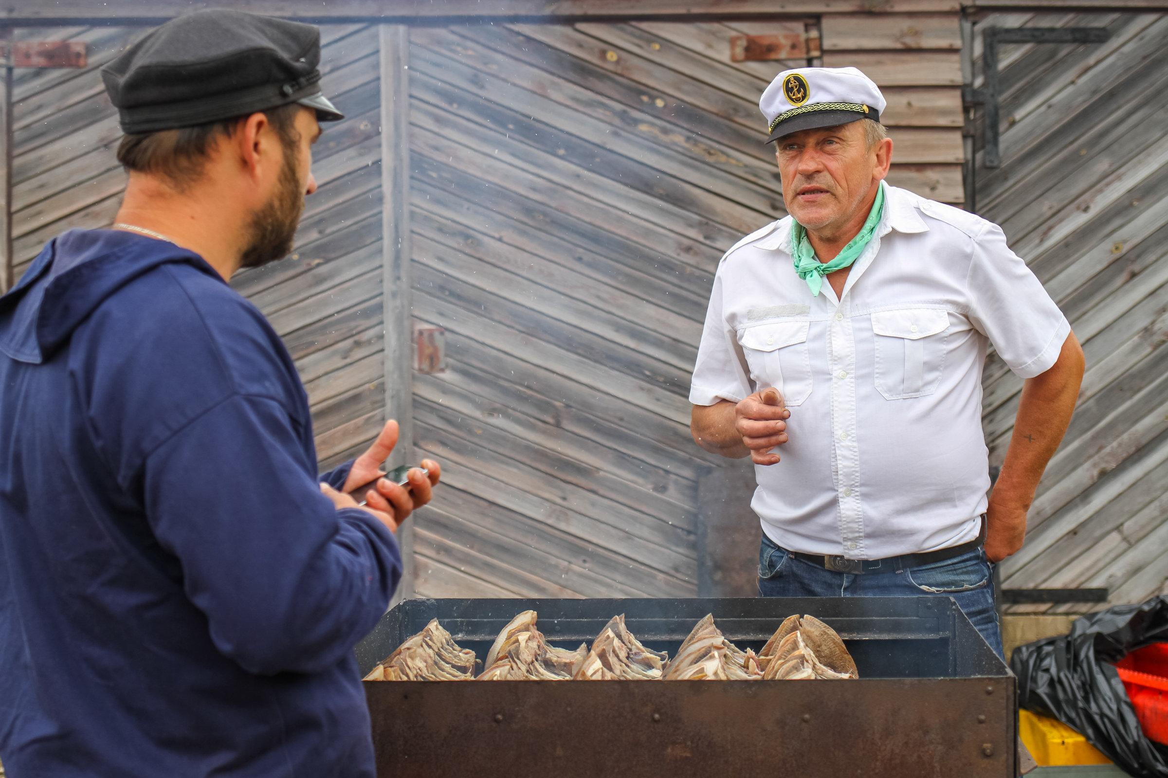Хозяин гостевого дома и мастер копчения рыбы Дзинтарс Замаритс