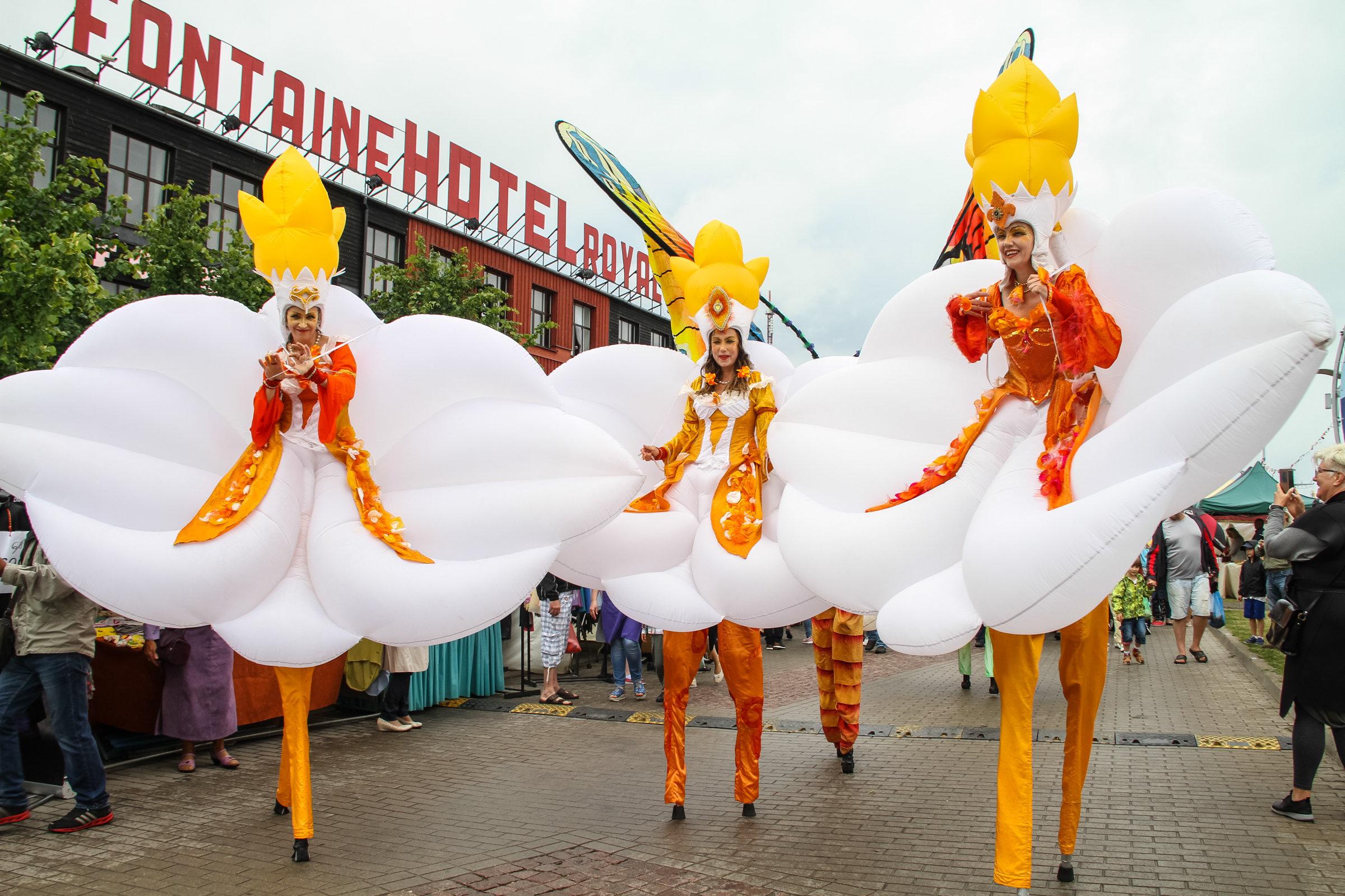 Уличные артисты на празднике в Лиепае