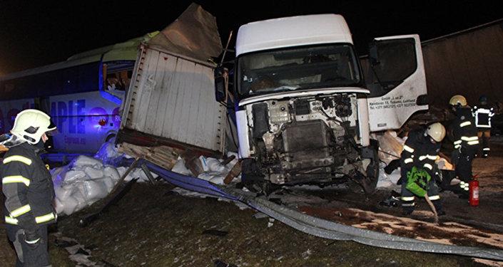Starppilsētu autobusa Sanktpēterburga-Rīga avārija. Foto no arhīva