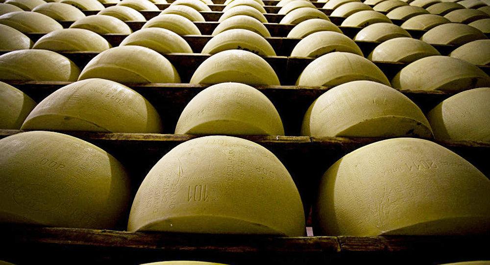 Производство сыра, архивное фото
