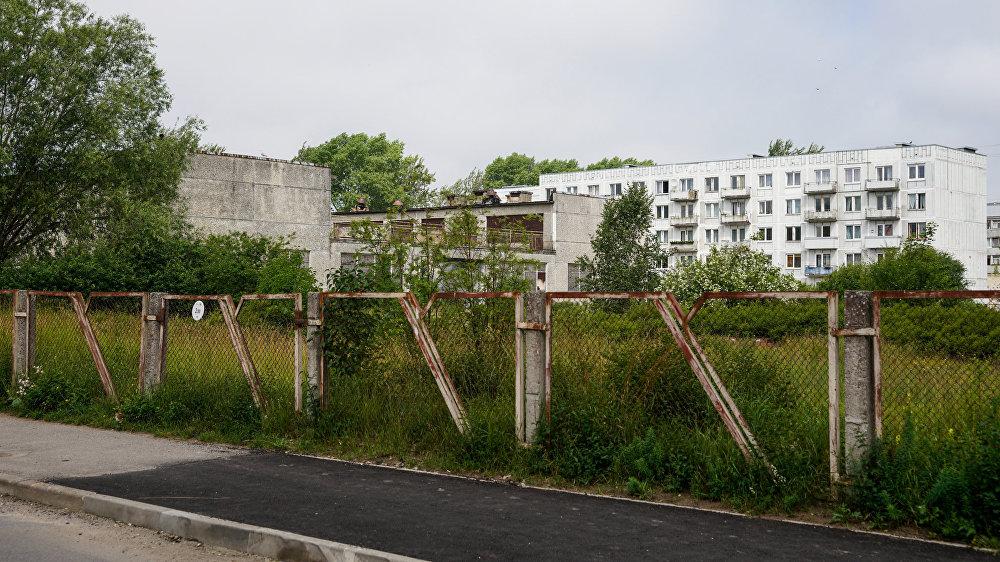 Заброшенное здание детского сада, в двух шагах от дома Вани
