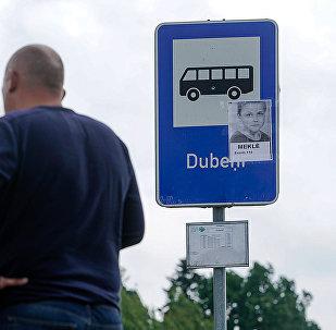 На всех остановках маршрута 904 автобуса были расклеены фотографии Вани