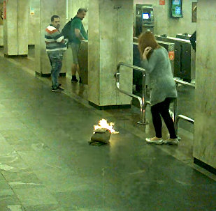 Minskas metro uzliesmojusi meitenes mugursoma