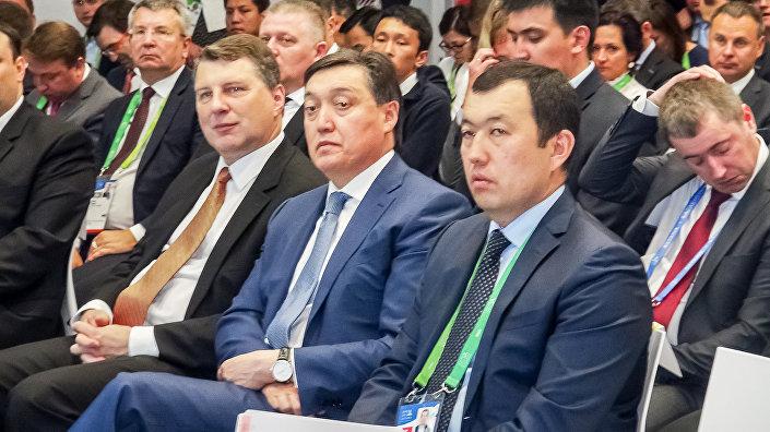 Глава Казахстанской железной дороги Канат Алпысбаев, Первый вице-премьер Республики Казахстан Аскар Мамин, Президент ЛР Раймондс Вейонис