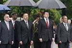 Официальный визит президента Азербайджана Ильхама Алиева в Латвию, церемония возложения цветов к памятнику Свободы