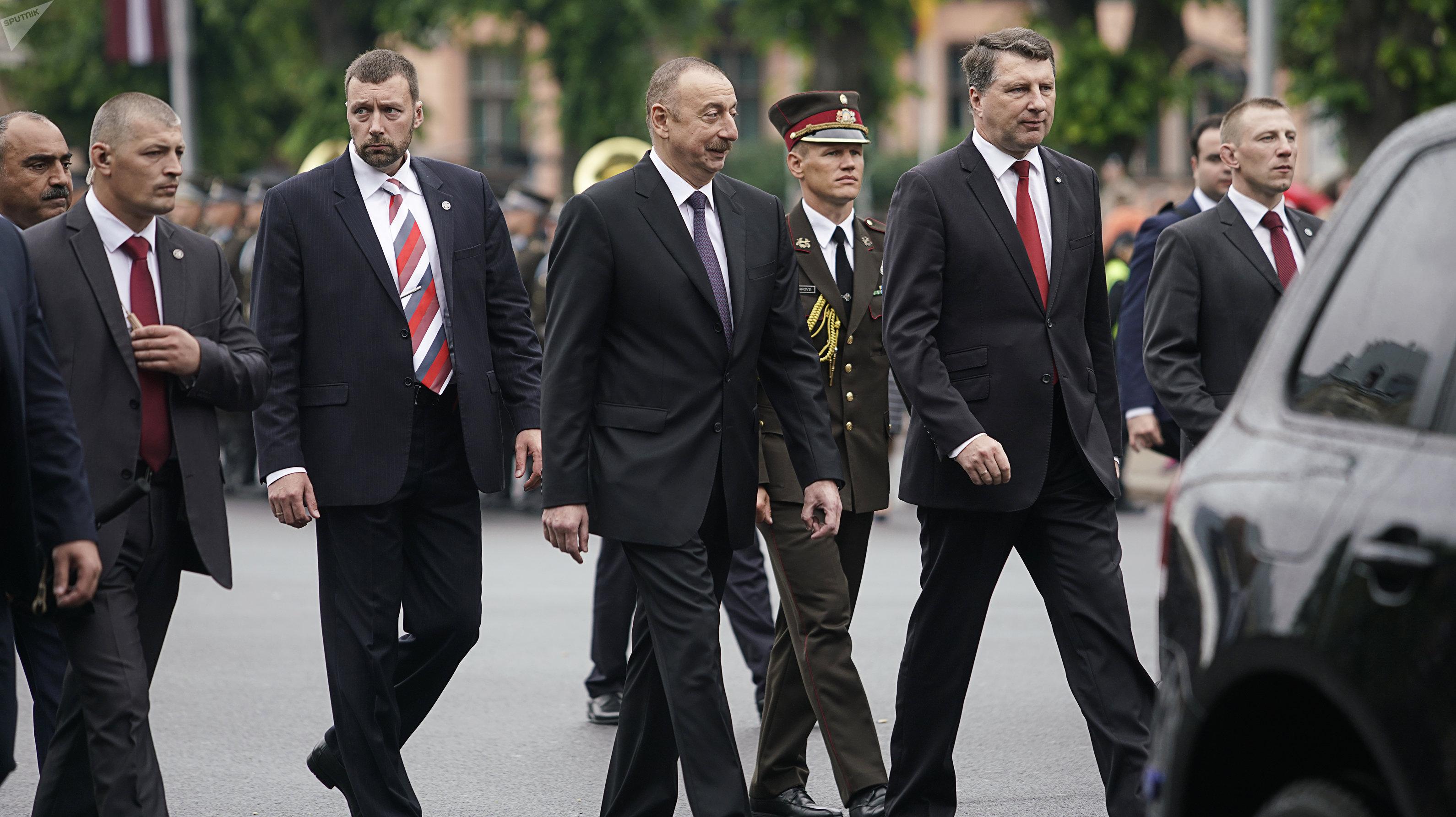 Вейонис: Латвия желает укреплять сотрудничество сАзербайджаном всфере транспорта