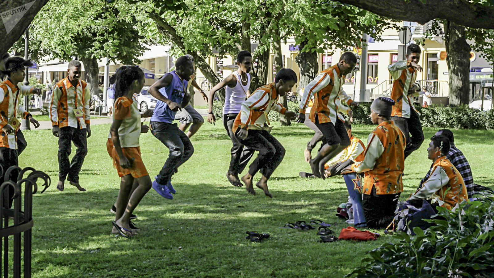 Выступление национальных коллективов в Верманском парке Риги