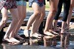 Босые детские ноги