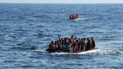 Migranti laivā. Foto no arhīva
