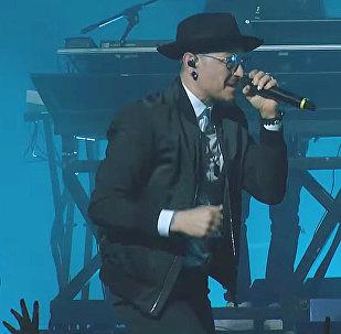 Grupas Linkin Park pēdējais klips publicēts grupas solista nāves dienā