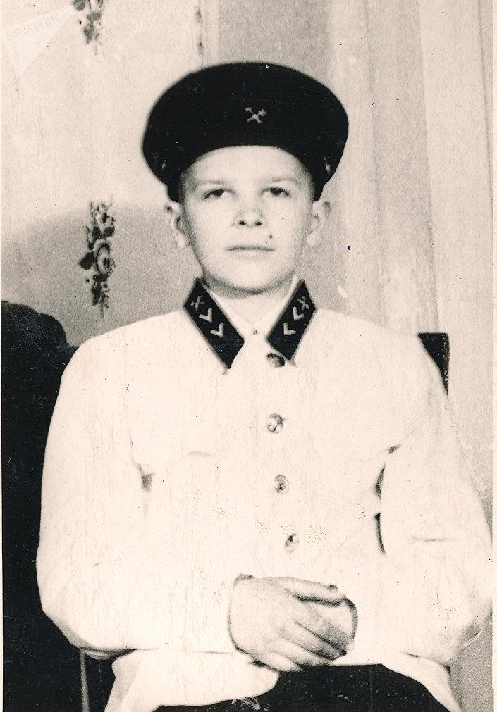 Отец автора  в форме юного железнодорожника. Середина 1950-х