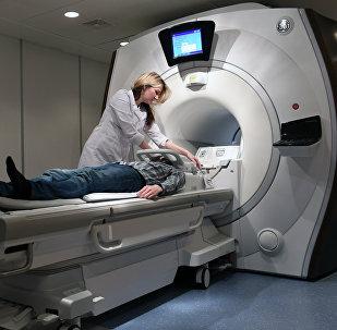 Пациент во время магнитно-резонансной томографии