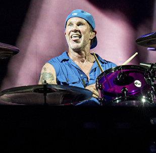 Čads Smits grupas Red Hot Chili Peppers koncertā