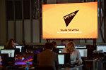 Экран с символикой Международного информационного агентства Sputnik
