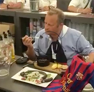ВИДЕО Барселона и жареная крыса: как мэр города съел грызуна из-за Барсы