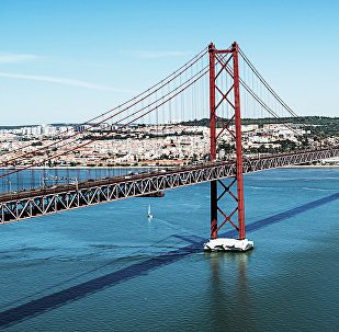 Висячий мост Абриль в Лиссабоне