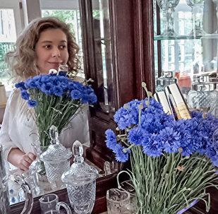 Божена Рынска рекламирует латвийский парфюмерный бренд Дзинтрас