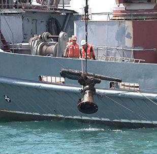 Российские моряки подняли пушку с корабля времен ВОВ