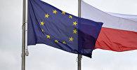 Флаги Евросоюза и Польши, архивное фото