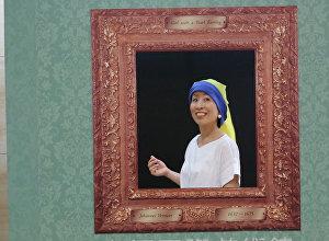 Muzejā Japānā apmeklētāji var kļūt par mākslas šedevru varoņiem