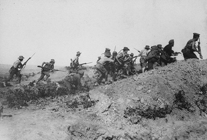 Австралийские войска перед эвакуацией в АНЗАК во время Дарданелльской операции