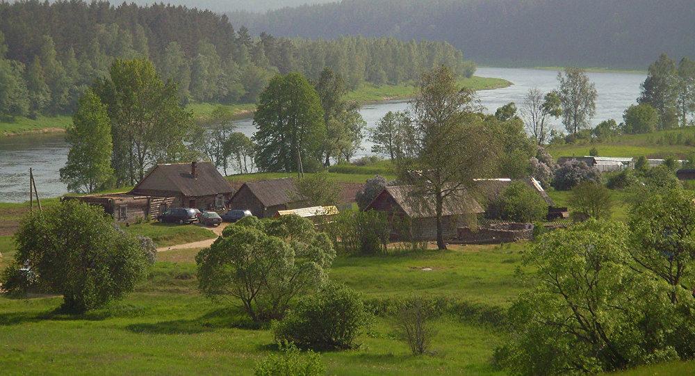 Слутишки — старообрядческая деревня в природном парке Даугавас локи в Науенской волости Даугавпилсского края Латвии