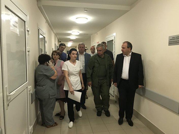 Рауль Хаджимба посетил в больнице пострадавших при взрыве в Приморском