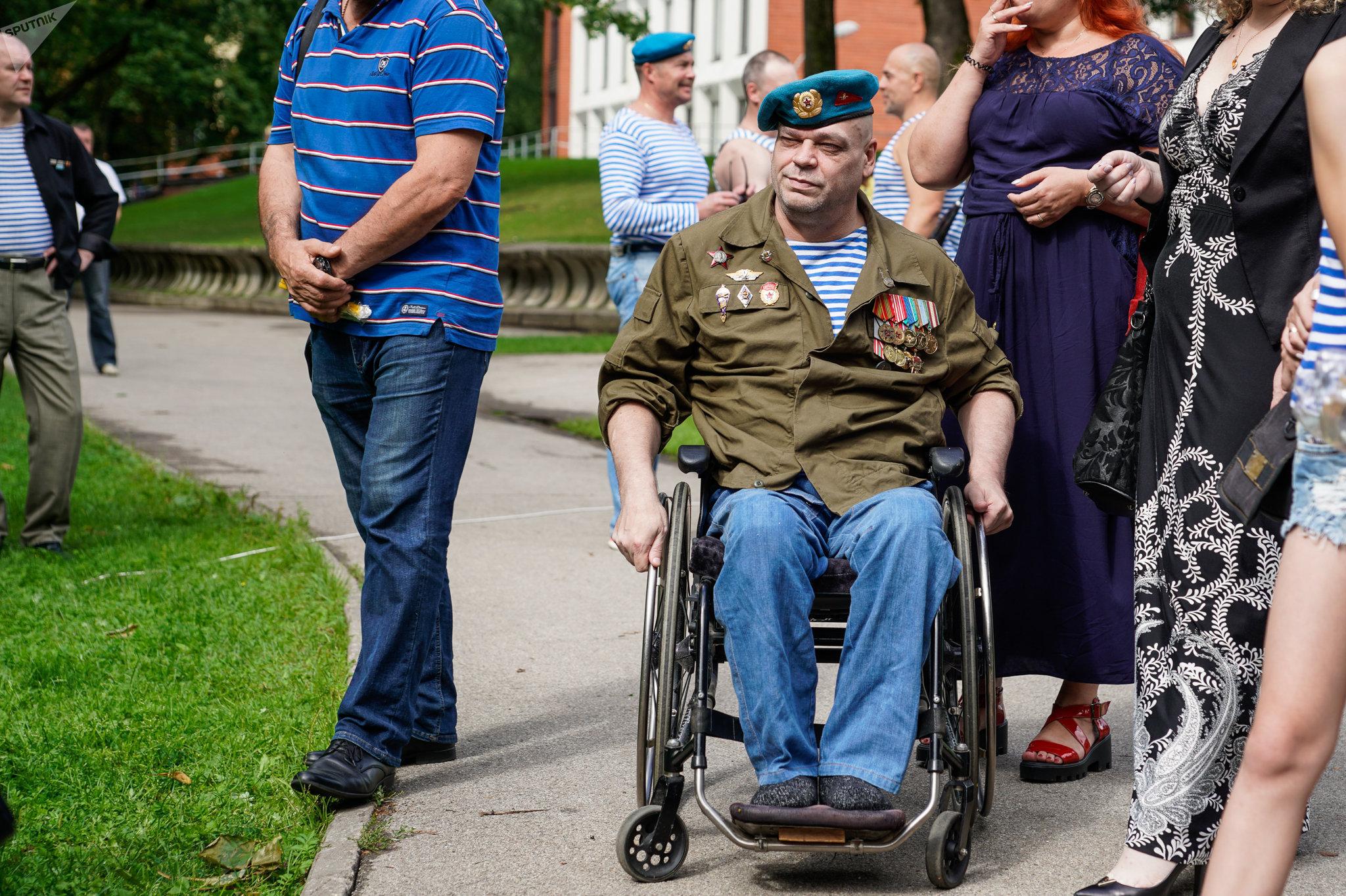 Ветеран ВДВ Александр Бриедис на празднике Воздушно-десантных войск
