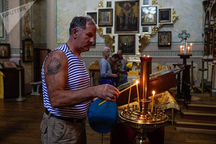 Ветеран ВДВ в церкви