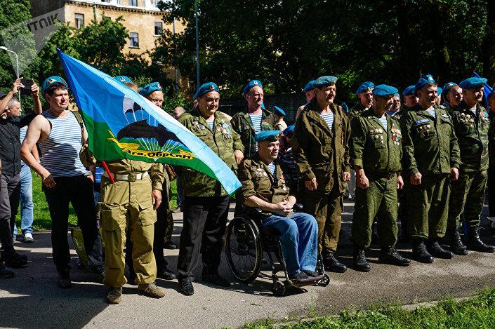 Десантники на празднике Воздушно-десантных войск в Риге